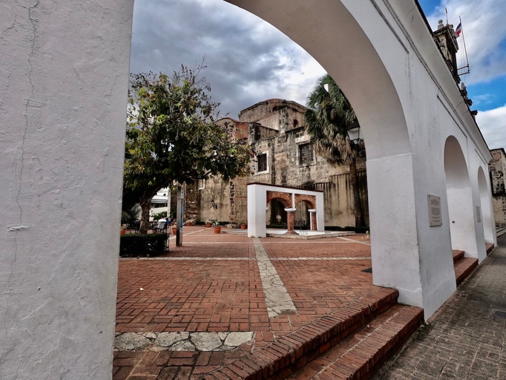 Plaza Maria de Toledo in Santo Domingo