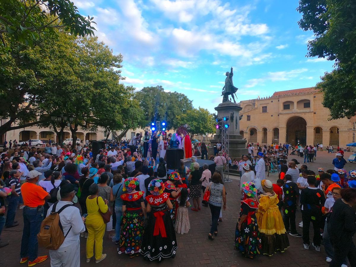 Carnaval 2020 en la Zona Colonial en Santo Domingo (Title EN)