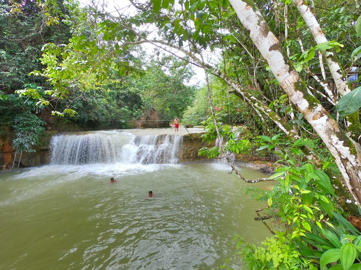 Salto el Yanigua ist ein geheimer Wasserfall in der Dominikanischen Republik